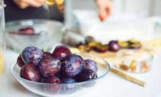 Boštjan Pavli (Harfa): Slivova tortica s pistacijo, črnim čajem in tartufi